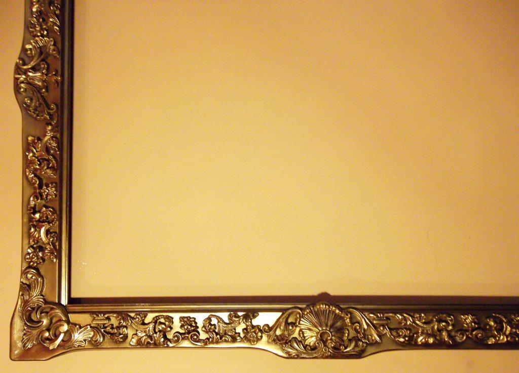 mediniai veidrodžių rėmai